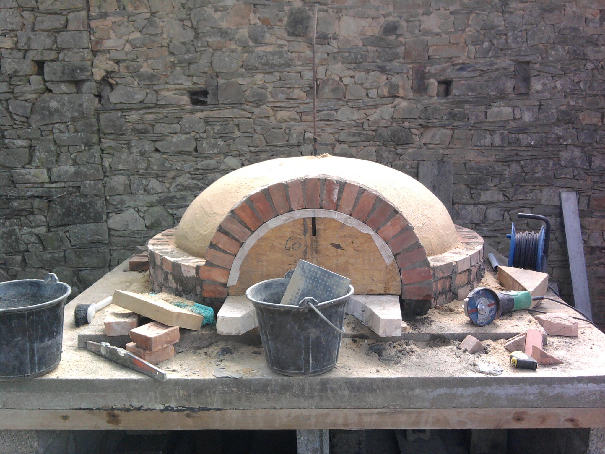 Construction d 39 un four bois les for Construction four a pain brique