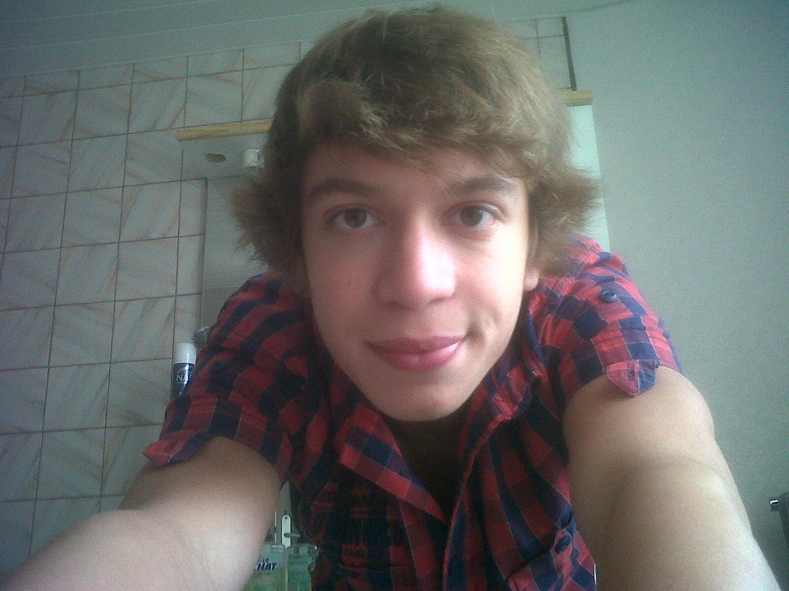 Moi sans maquillage  http//image.noelshack.com/fichiers/2012/43/