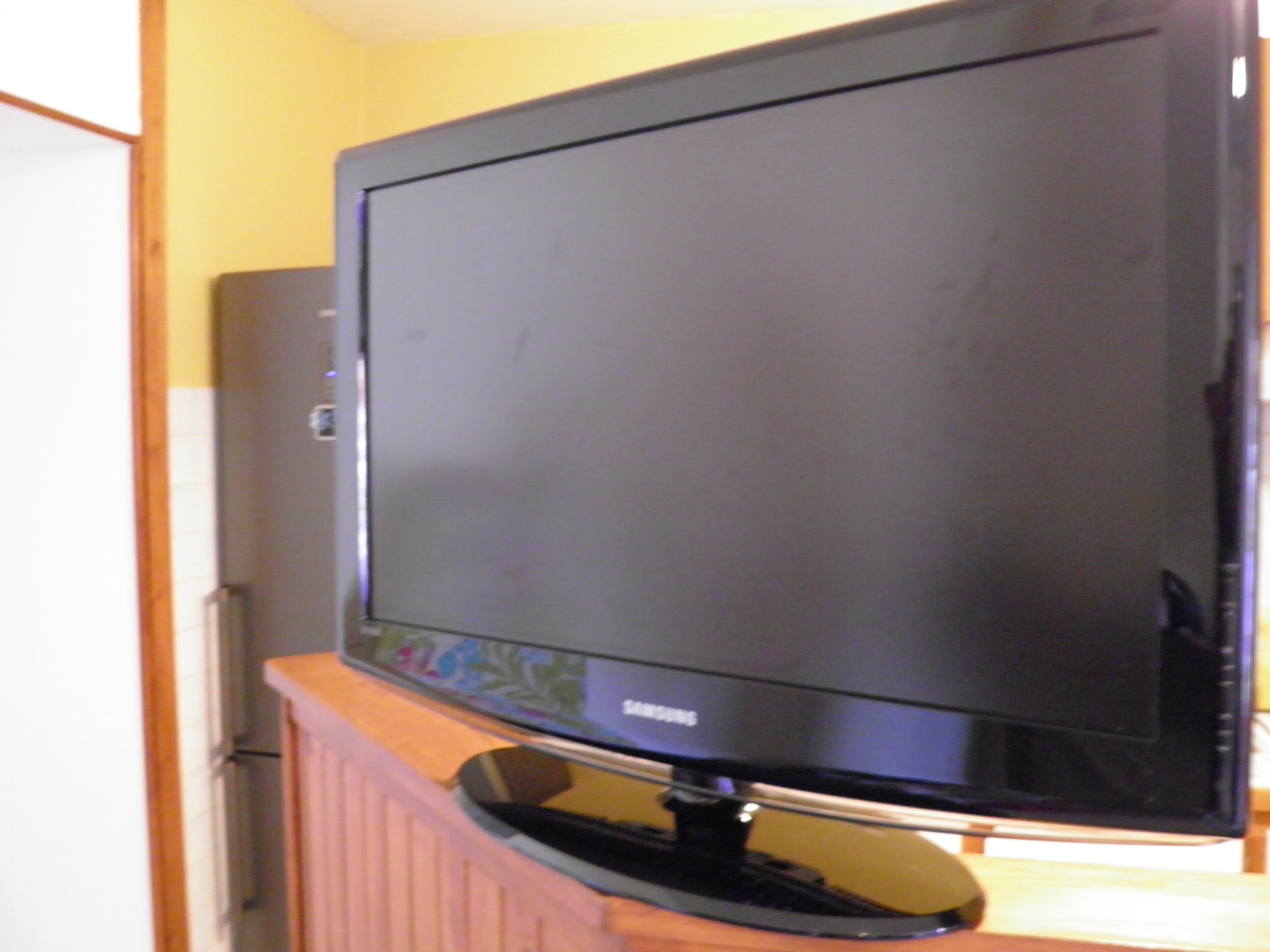 je peux vendre ma tv samsung combien sur le forum blabla 18 25 ans 01 03 2013 15 10 31. Black Bedroom Furniture Sets. Home Design Ideas