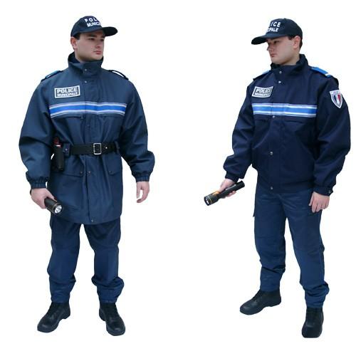 Cop folla en uniforme