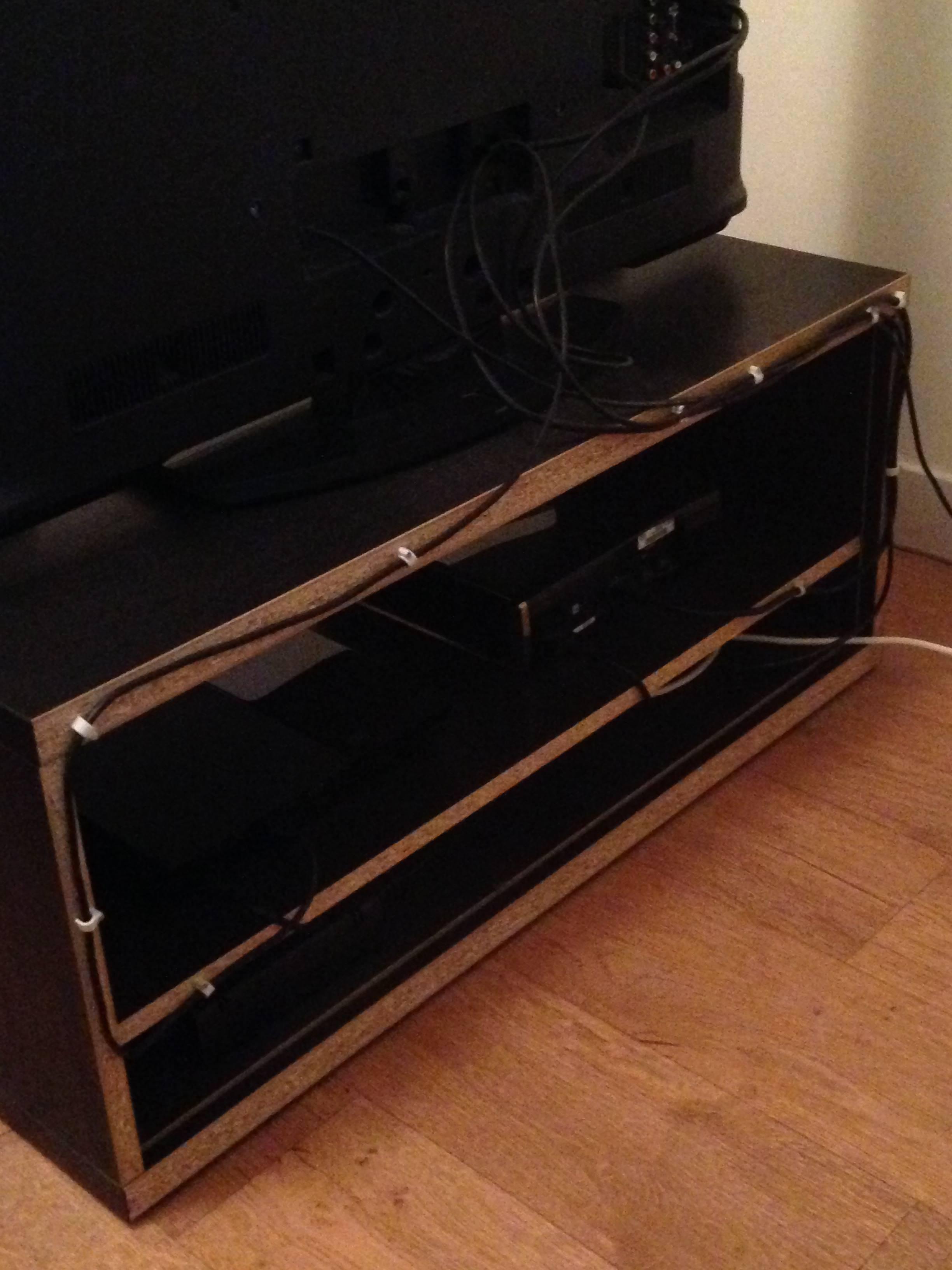 Rangement Fils Ps4 Et Autres Appareils Sur Le Forum Playstation 4  # Meuble Tv Avec Cache Cable