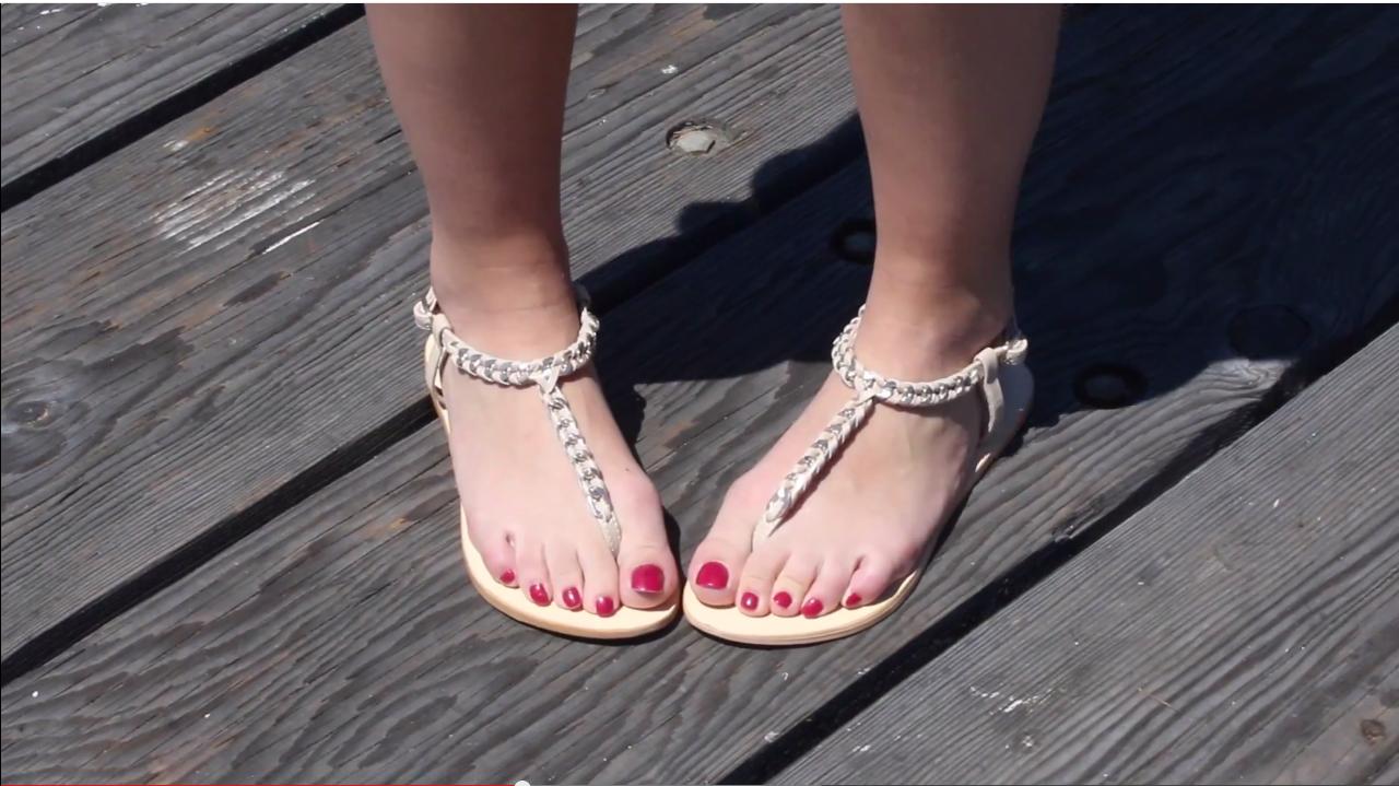 Lécher les pieds des femmes
