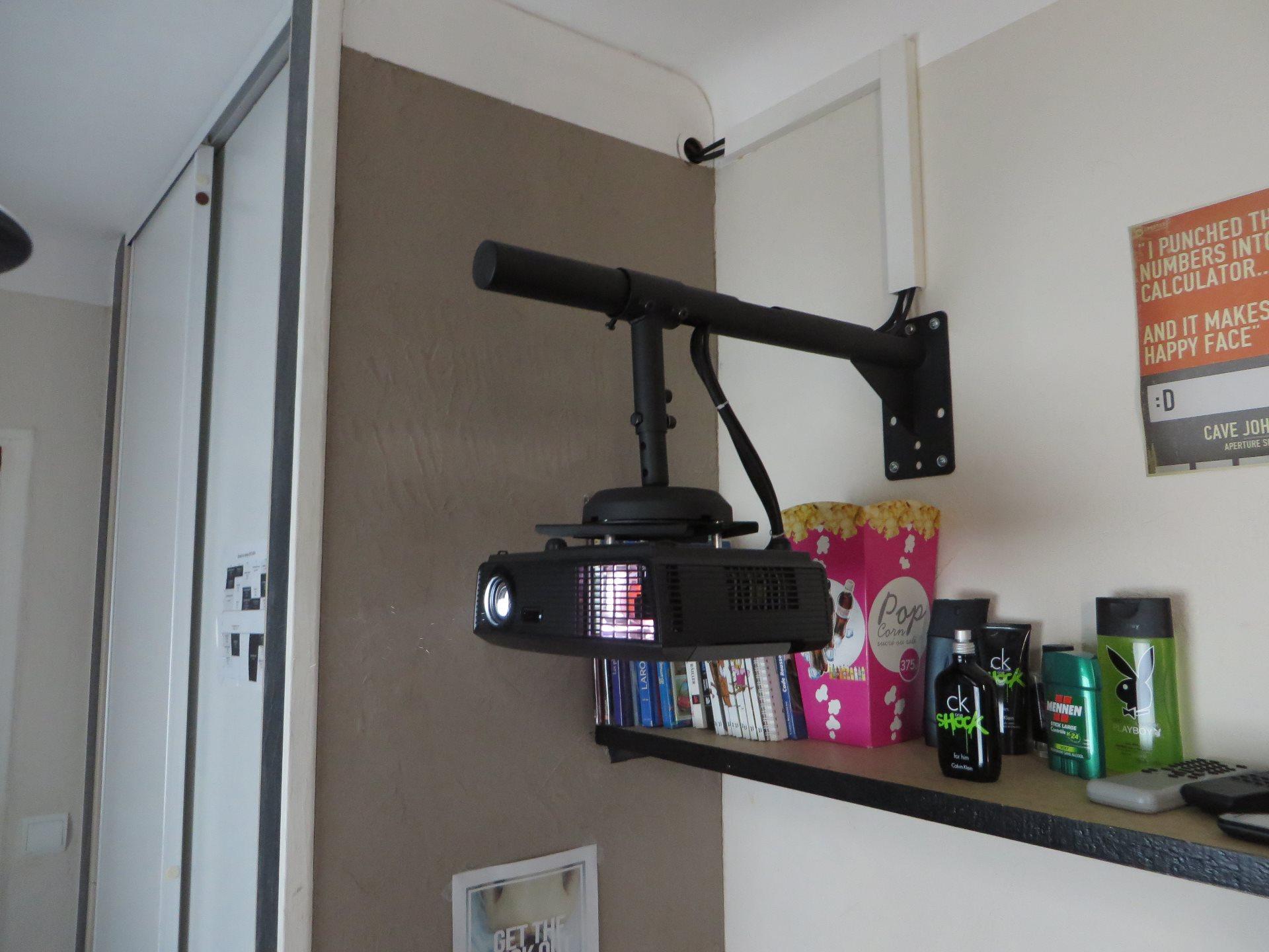Question positionnement projecteur sur le forum tv hifi - Installation videoprojecteur au plafond ...