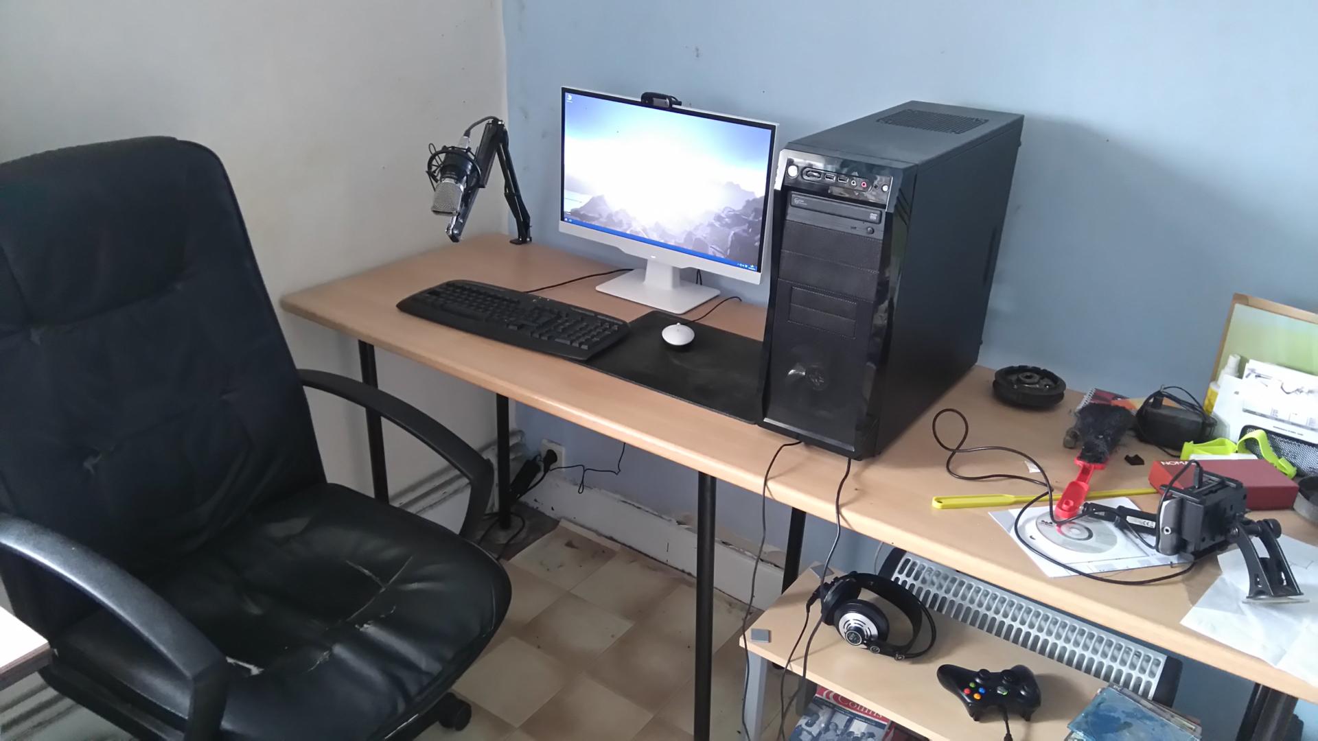 photo de votre bureau sur le forum mat riel informatique 15 01 2008 20 58 00 page 140. Black Bedroom Furniture Sets. Home Design Ideas