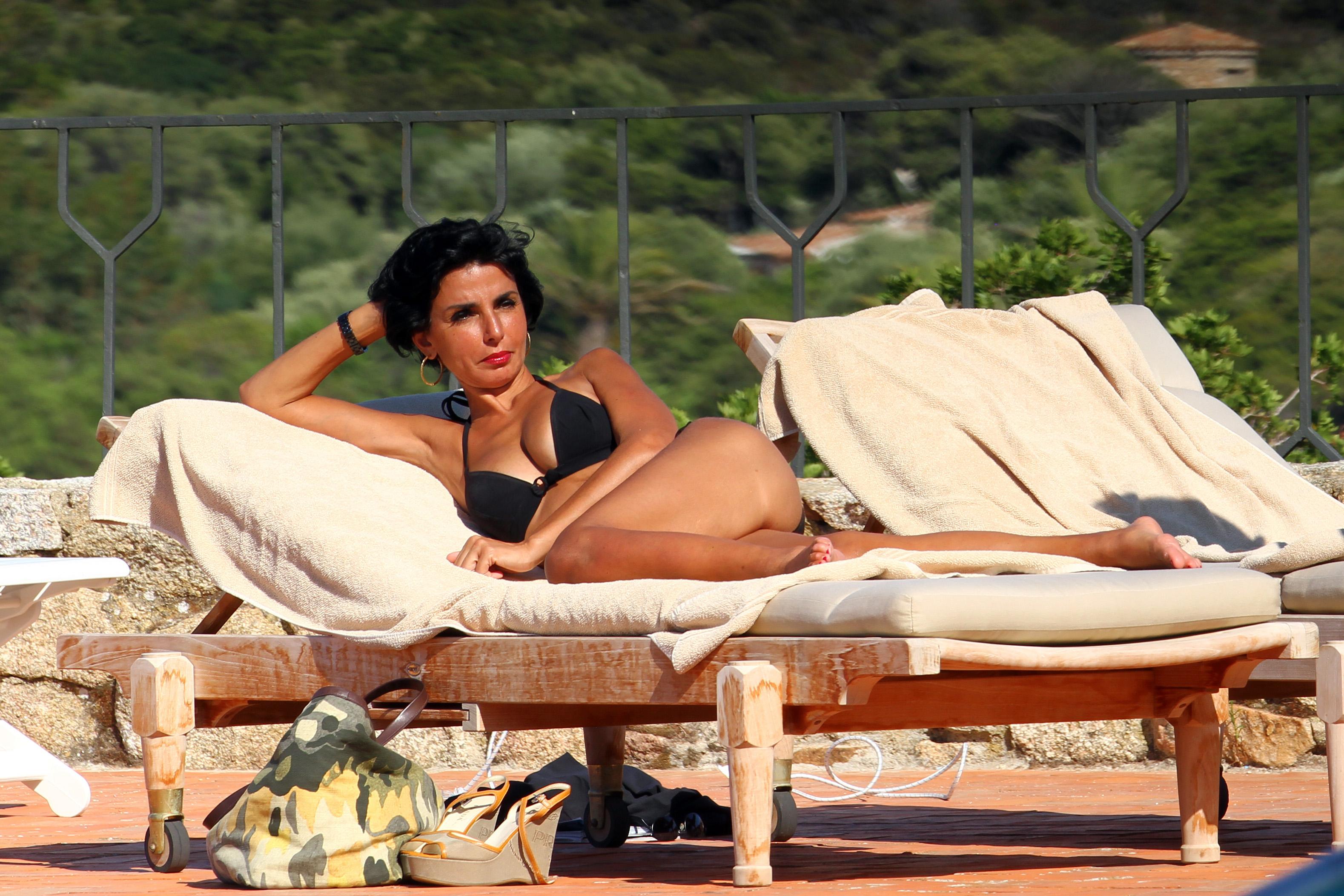 femme politique nue