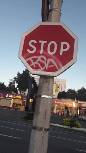 stop rsa ce panneau dans la rue sur le forum blabla 18. Black Bedroom Furniture Sets. Home Design Ideas