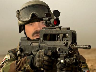 Sticker soldat armee de terre troufion famas fusil dassault ww3 russie france usa balles cartouche