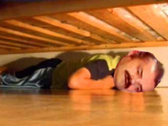Sticker cache sous le lit victime celestin risitas