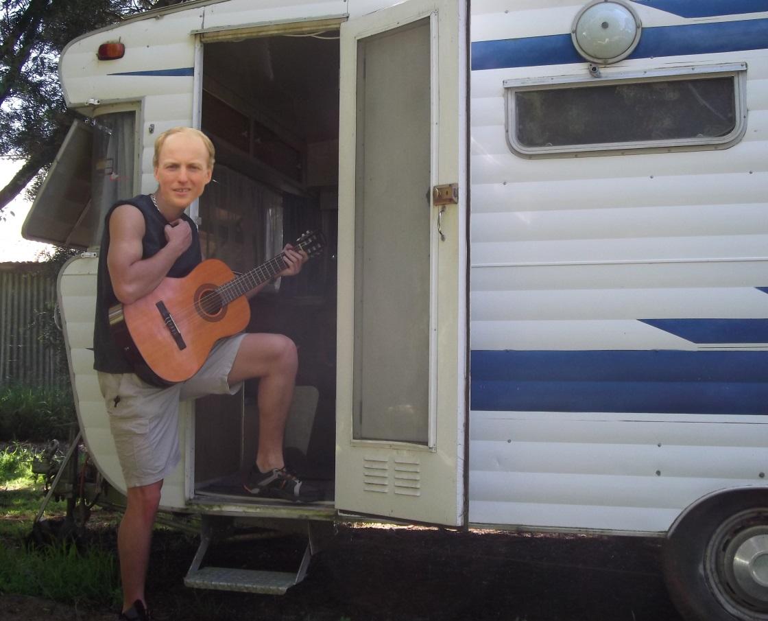 Sticker jvc stanislas niedbalski caravane gitan rom roumain guitare