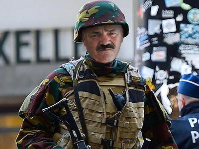 Sticker risitas armee belge solide soldat badass