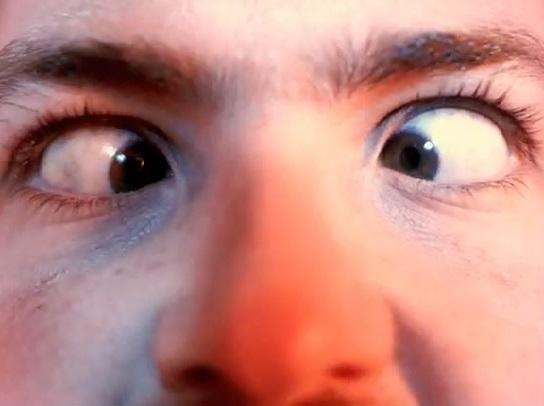 Sticker gros yeux qui louchent zoom linksthesun aladin amour coup de foudre