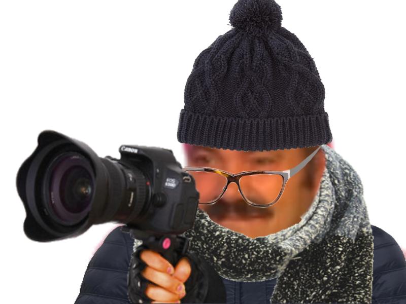 Sticker photographe risitas bonnet doudounne lunettes echarpe photographie