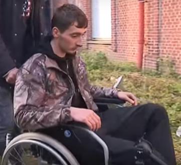 Sticker other victime handicape chaise roulante train dans ta gueule