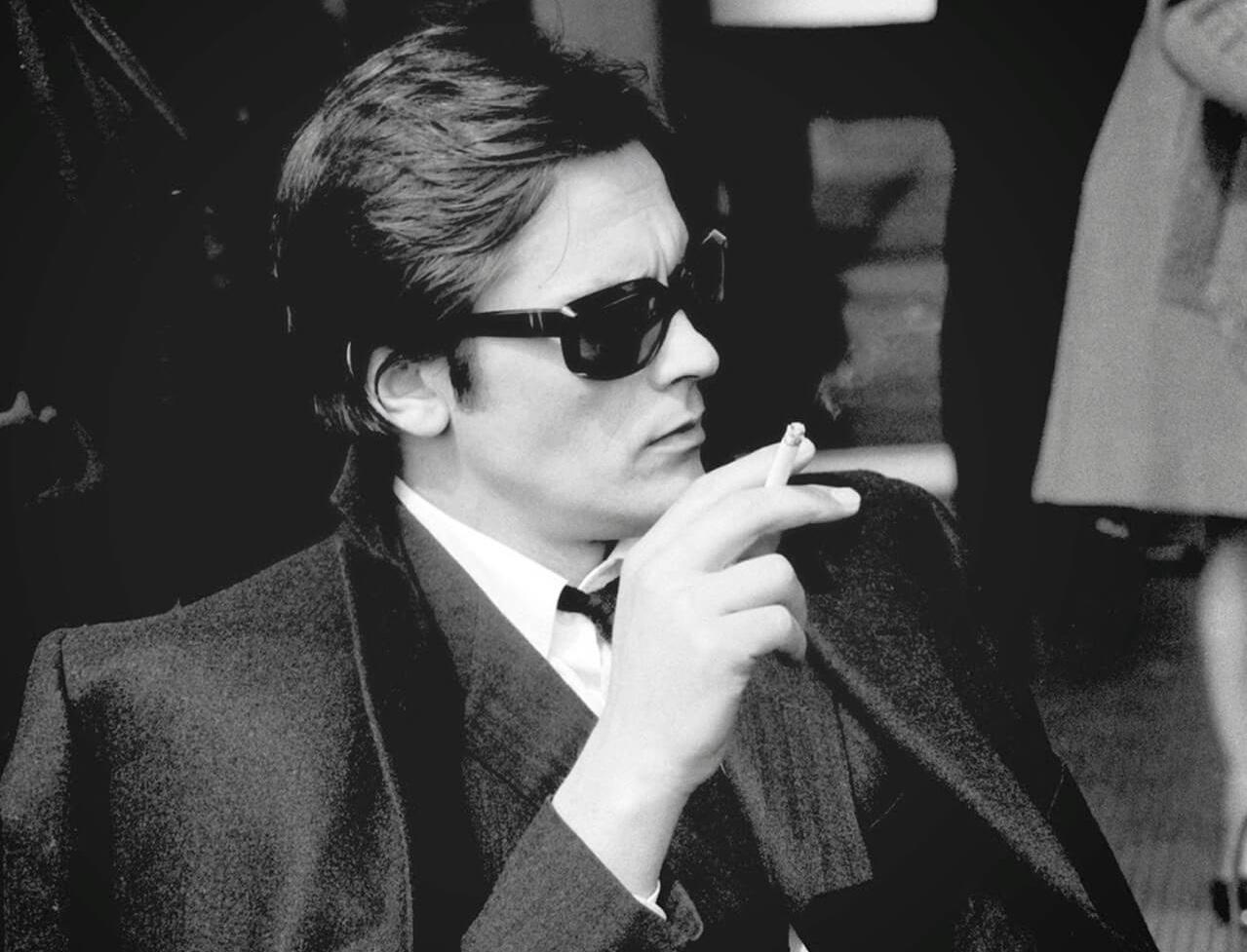 Sticker alain delon male alpha fume beau gosse jeune regard dragueur bg classe homme viril seducteur charme francais cigarette