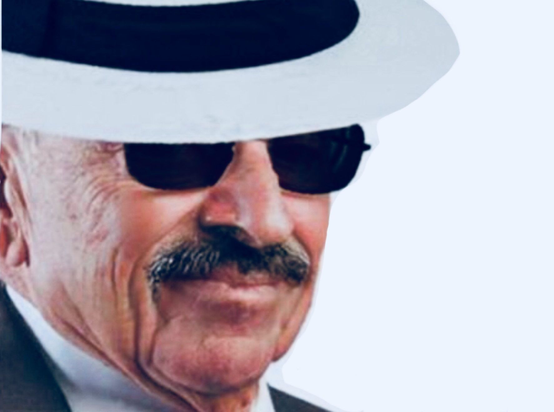 Sticker larry moustache silverstein la chance chapeau lunette noir chance larry borsalino teinte silence cache complot incognito cache norage rire sourire louche