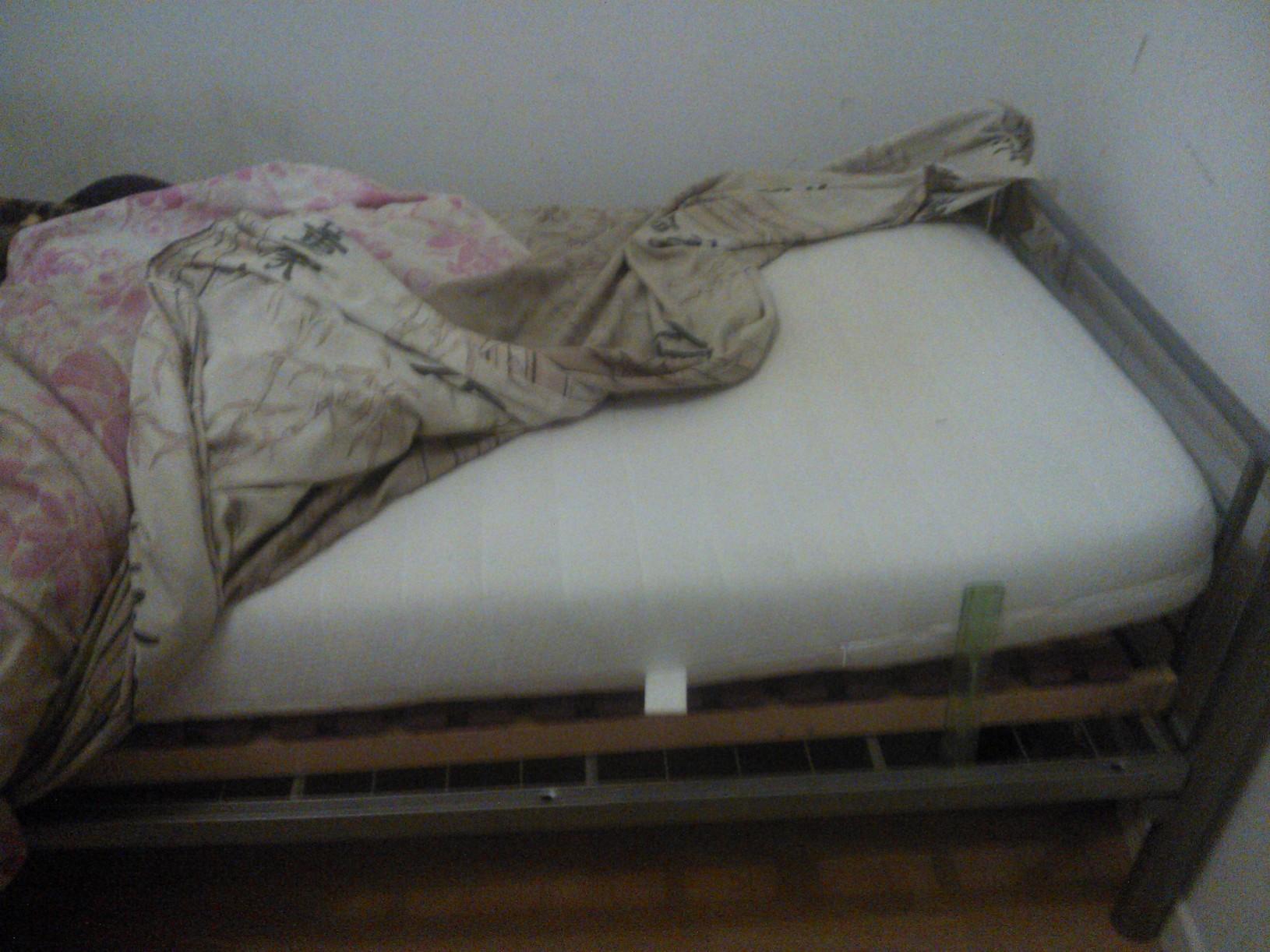 o acheter un lit et un matelas sur le forum blabla 18 25 ans 15 01 2014 10 13 55. Black Bedroom Furniture Sets. Home Design Ideas