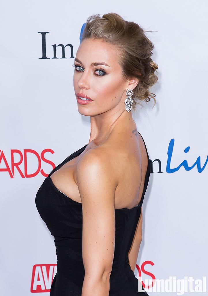 la PornStar Nicole Aniston est VRAIMENT Jolie sur le forum