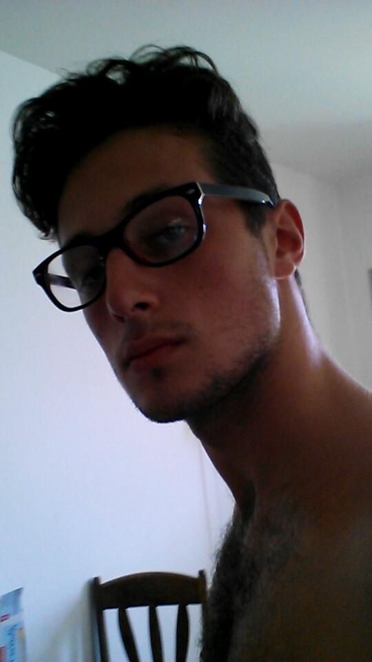 Moi avec mes lunettes ! Exclu !! sur le forum Blabla moins de 15 ans ... 86a1bb76812