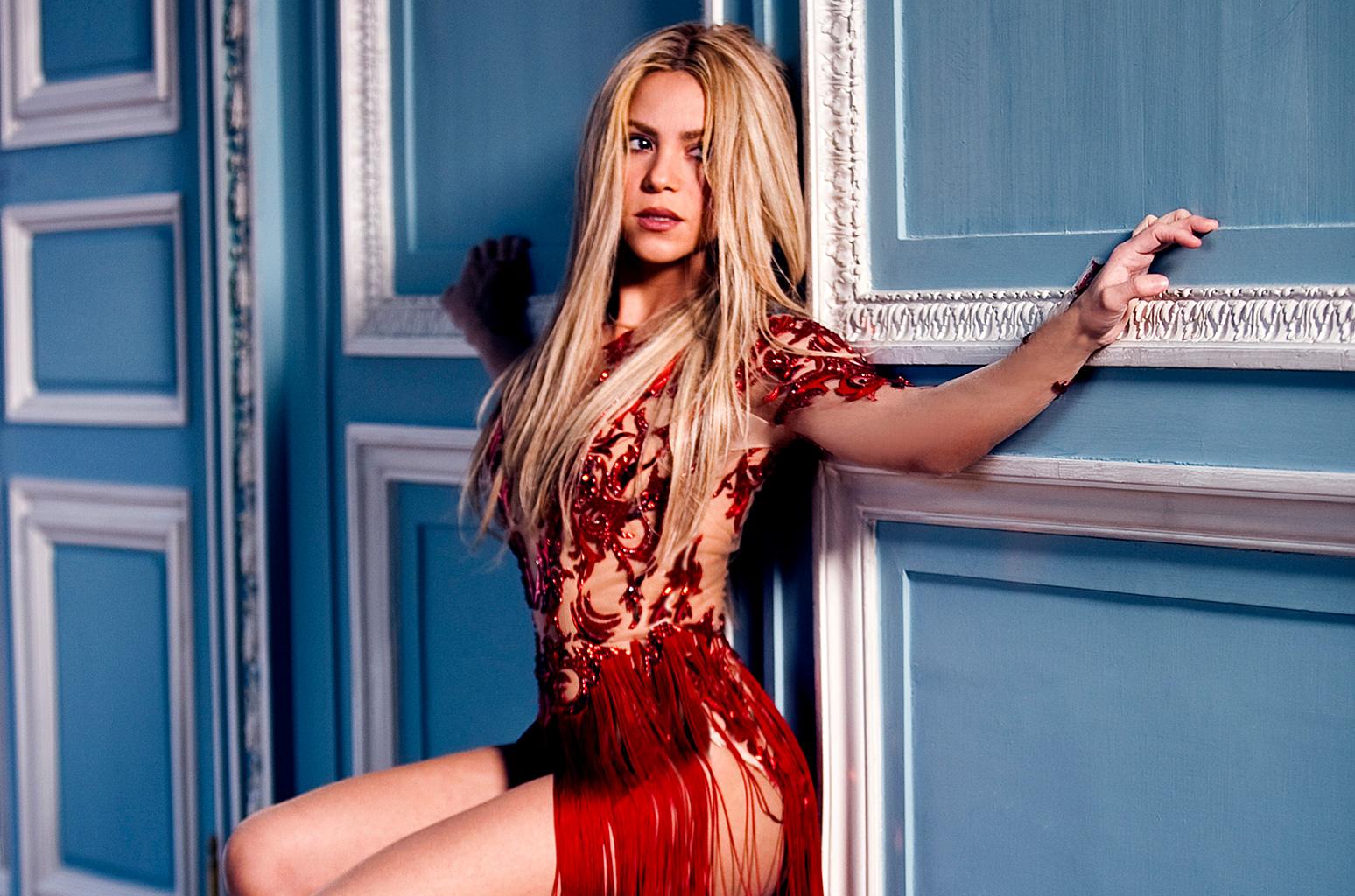 Shakira robe rouge clip