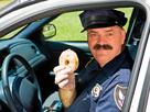 https://image.noelshack.com/minis/2017/10/1489248796-risitas-policier-donut.png