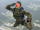 https://image.noelshack.com/fichiers/2017/27/2/1499163080-parachutiste.png