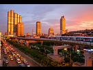 https://www.noelshack.com/2018-23-5-1528482933-220px-bangkok-skytrain-sunset.jpg