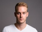 http://www.noelshack.com/2019-22-3-1559149973-studio-shot-young-handsome-man-450w-785495062-2.jpg