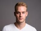 http://www.noelshack.com/2019-22-3-1559166794-studio-shot-young-handsome-man-450w-785495062-2.jpg