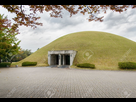 https://www.noelshack.com/2019-26-3-1561555653-36196885-gyeongju-coree-20-octobre-2014-cheonmachong-est-un-tombeau-d-un-roi-de-la-dynastie-silla-au-daereun.jpg