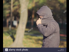 https://www.noelshack.com/2019-28-1-1562538704-man-hiding-face-with-hood-in-the-park-on-a-sunny-autumn-day-r6ex7g.jpg