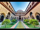 https://www.noelshack.com/2019-29-6-1563621477-le-patio-de-las-doncellas-dans-le-real-alcazar-de-seville-sevilla-ciudad.jpg
