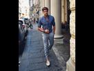 http://image.noelshack.com/fichiers/2019/33/2/1565679584-pantalon-bleu-et-blanc-chemise-bleue-vetement-homme-classe-tenue-classe-homme-mocassins-blancs-avec-des-mini-pompons.jpg