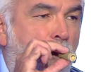 https://image.noelshack.com/fichiers/2019/38/5/1568976111-pascal-fume-2.png