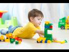 http://www.noelshack.com/2019-49-2-1575331533-42647519-garcon-enfant-qui-joue-blocs-de-jouets-sur-le-plancher-a-la-maison.jpg