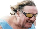 https://image.noelshack.com/fichiers/2020/12/3/1584546508-depardieu-zinzin-lunettes.png