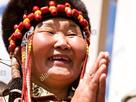 https://www.noelshack.com/2021-23-5-1623430692-une-femme-mongole-en-costume-ethnique-traditionnel-festival-naadam-asie-mongolie-oulan-bator-bgcgk8-2.jpg